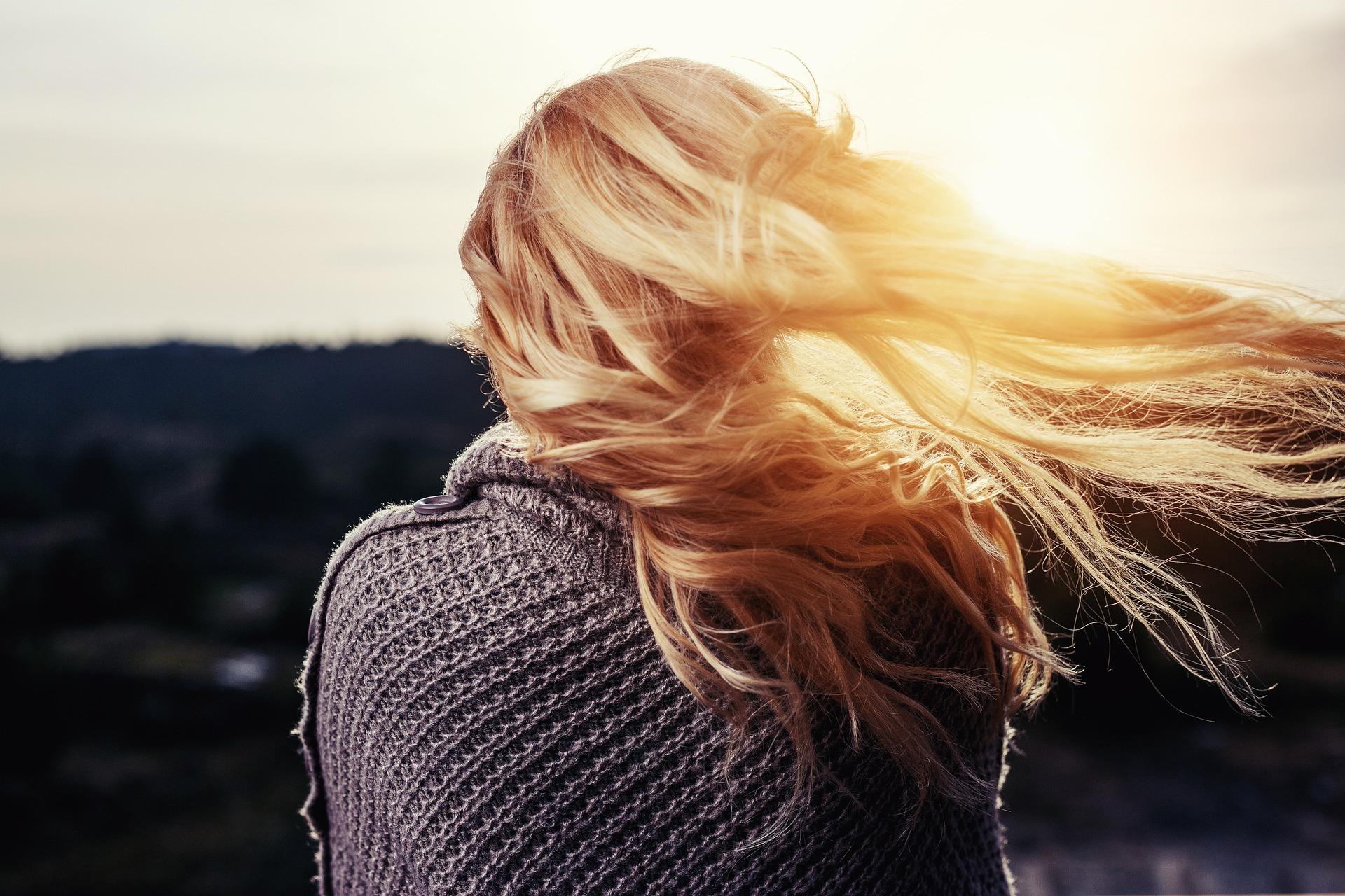 So kannst du deine Haare natürlich aufhellen: Blondierung leicht gemacht