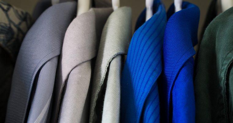 So wird dein Kleiderschrank übersichtlich