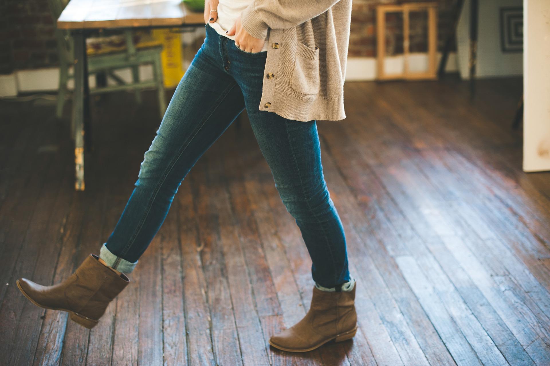 Frühling: Diese Basics solltest du jetzt im Kleiderschrank haben