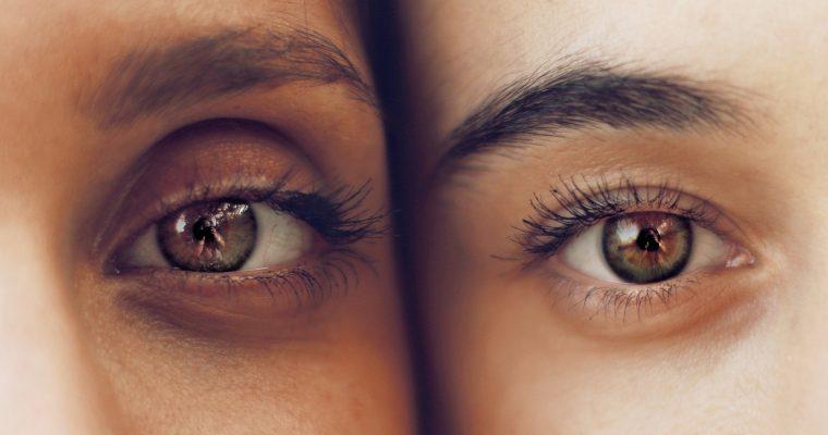 So ruinierst du täglich deine Augenbrauen