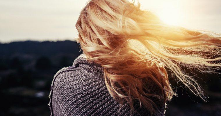 Tipps gegen trockenes und sprödes Haar